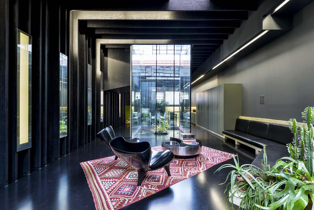 La casa total black di David Adjaye - Foto