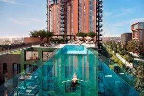 La piscina trasparente per nuotare a 35 metri di altezza
