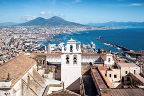 Napoli, dannata e miracolosa