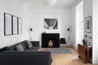 divano-grigio-abbinare-cuscini-tappeto-Appartamento-Edimburgo-living-corriere