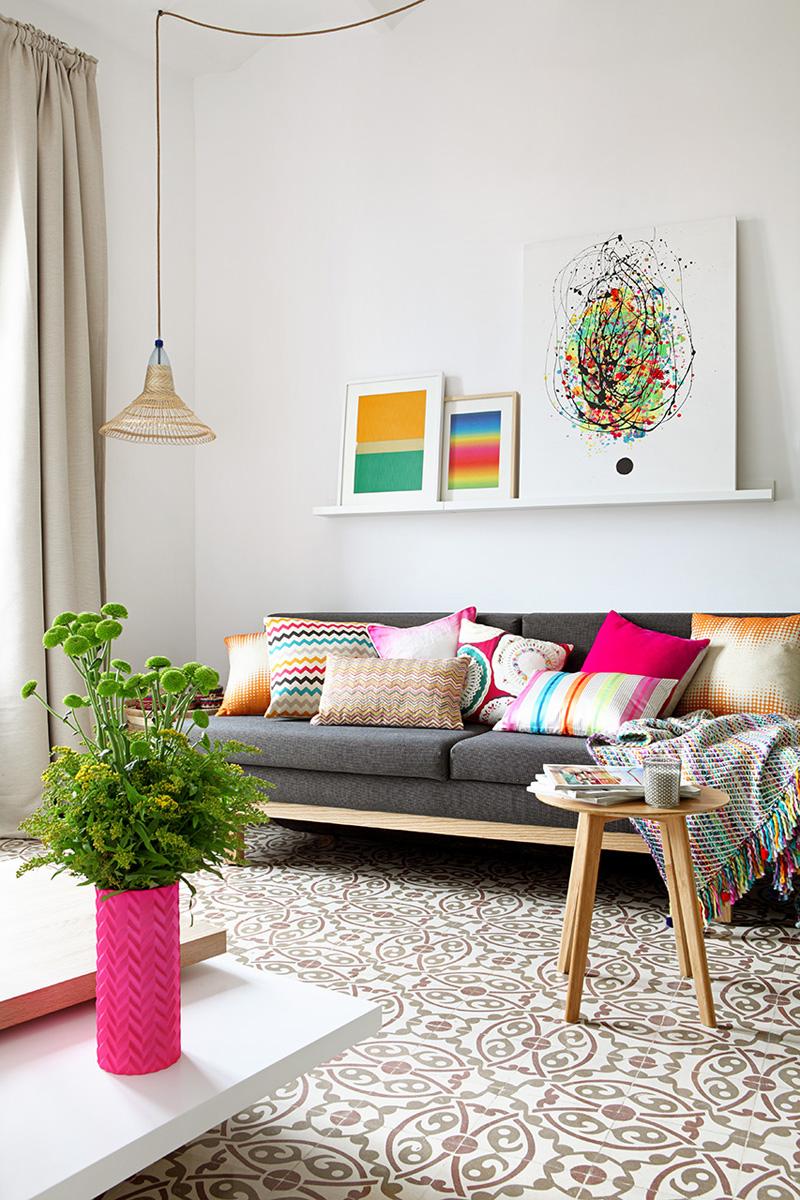 divano-grigio-abbinare-cuscini-tappeto-MIEL15-living-corriere