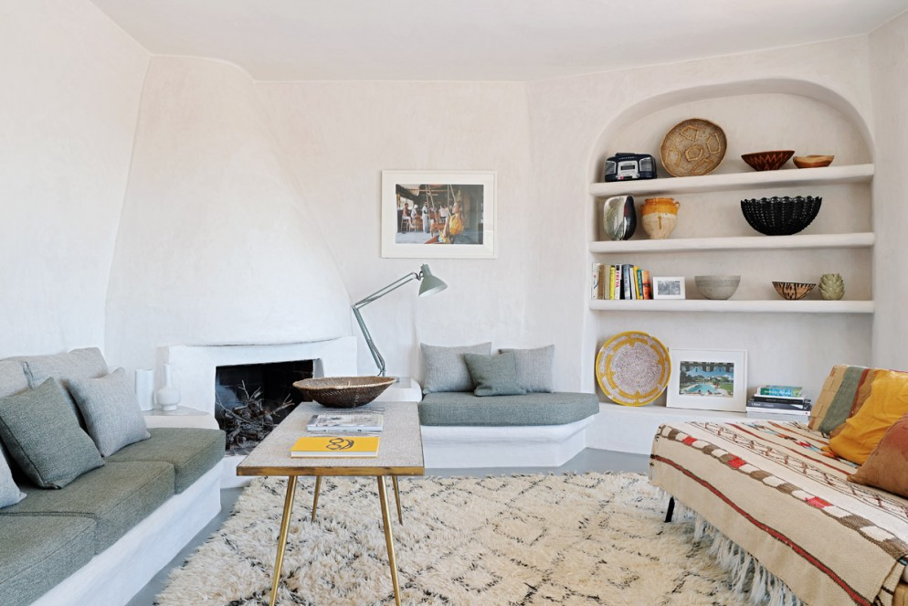 divano-grigio-abbinare-cuscini-tappeto-a-casa-di-sarah-crook-05-living-corriere