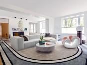 divano-grigio-abbinare-cuscini-tappeto-appartamento-a-manhattan-arredamento-03-living-corriere