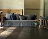 divano-grigio-abbinare-cuscini-tappeto-gervasoni-living-corriere