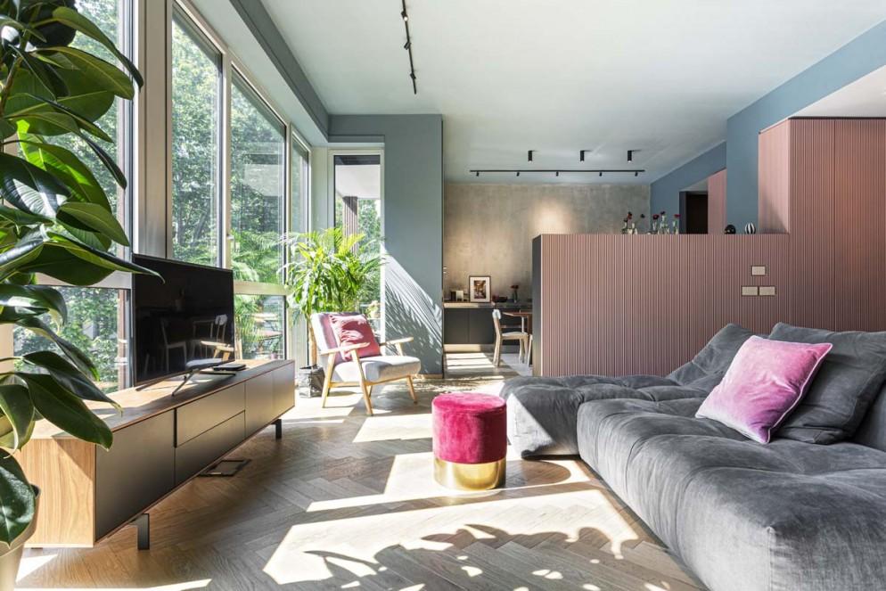 divano-grigio-abbinare-cuscini-tappeto-offstage-living-corriere