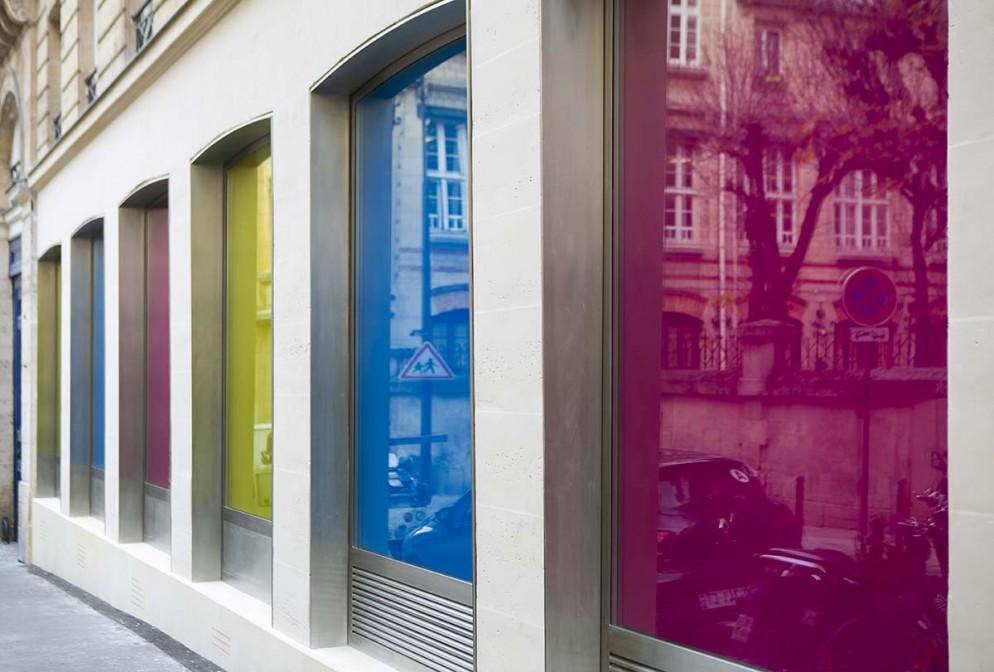 Daniel-Buren-Philippe-Parreno-galleria-kamel-mennour-parigi-foto-courtesy-the-artists-and-kamel-mennour- Paris-London-01