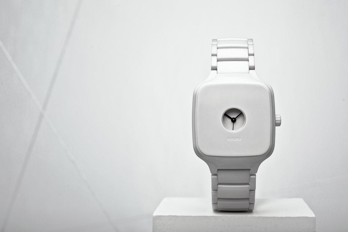 Formafantasma disegna un orologio minimal per Rado – Foto
