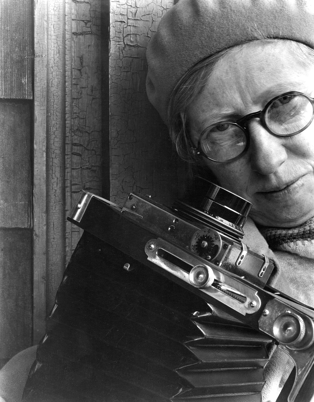 Imogen Cunningham, Self Portrait with Camera, late 1920s (Foto © Imogen Cunningham Trust)