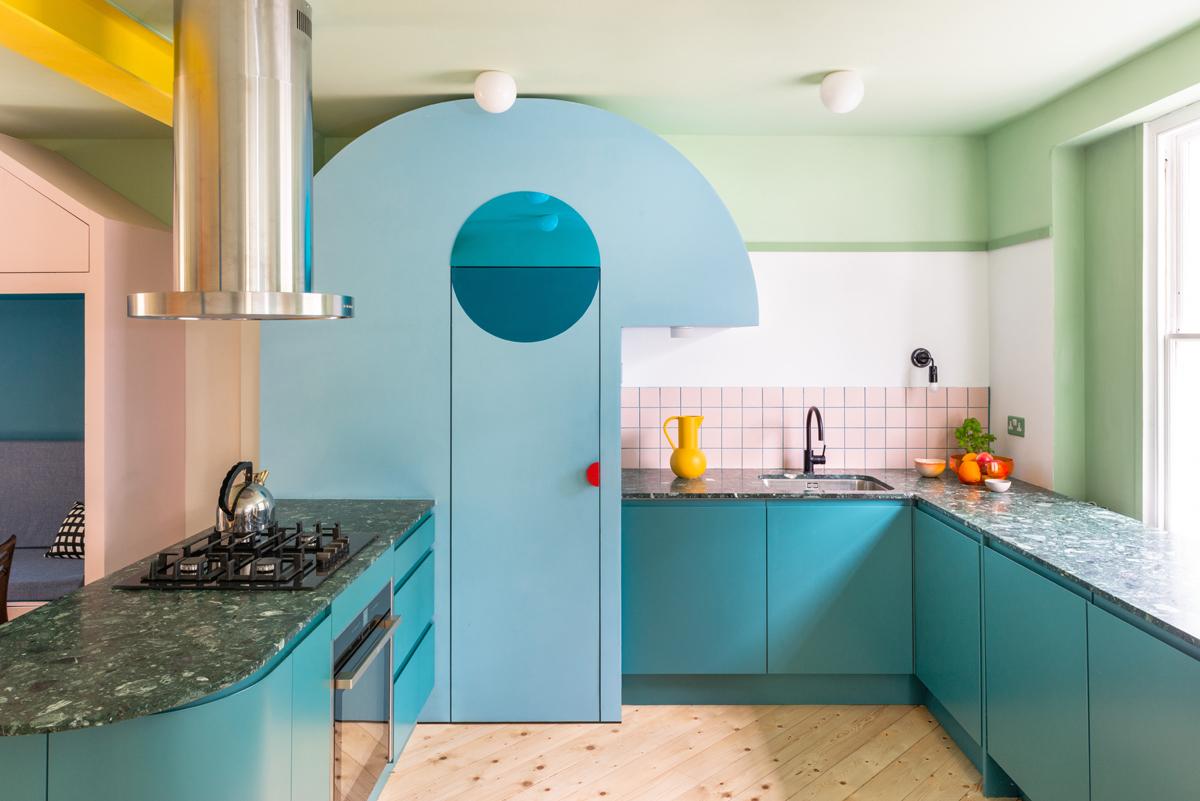 A Londra, un mini loft di 55 mq a colore - Foto
