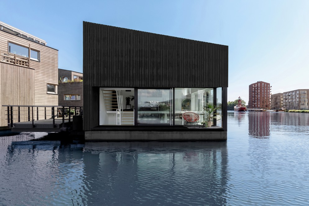 02 Floating_Home_i29