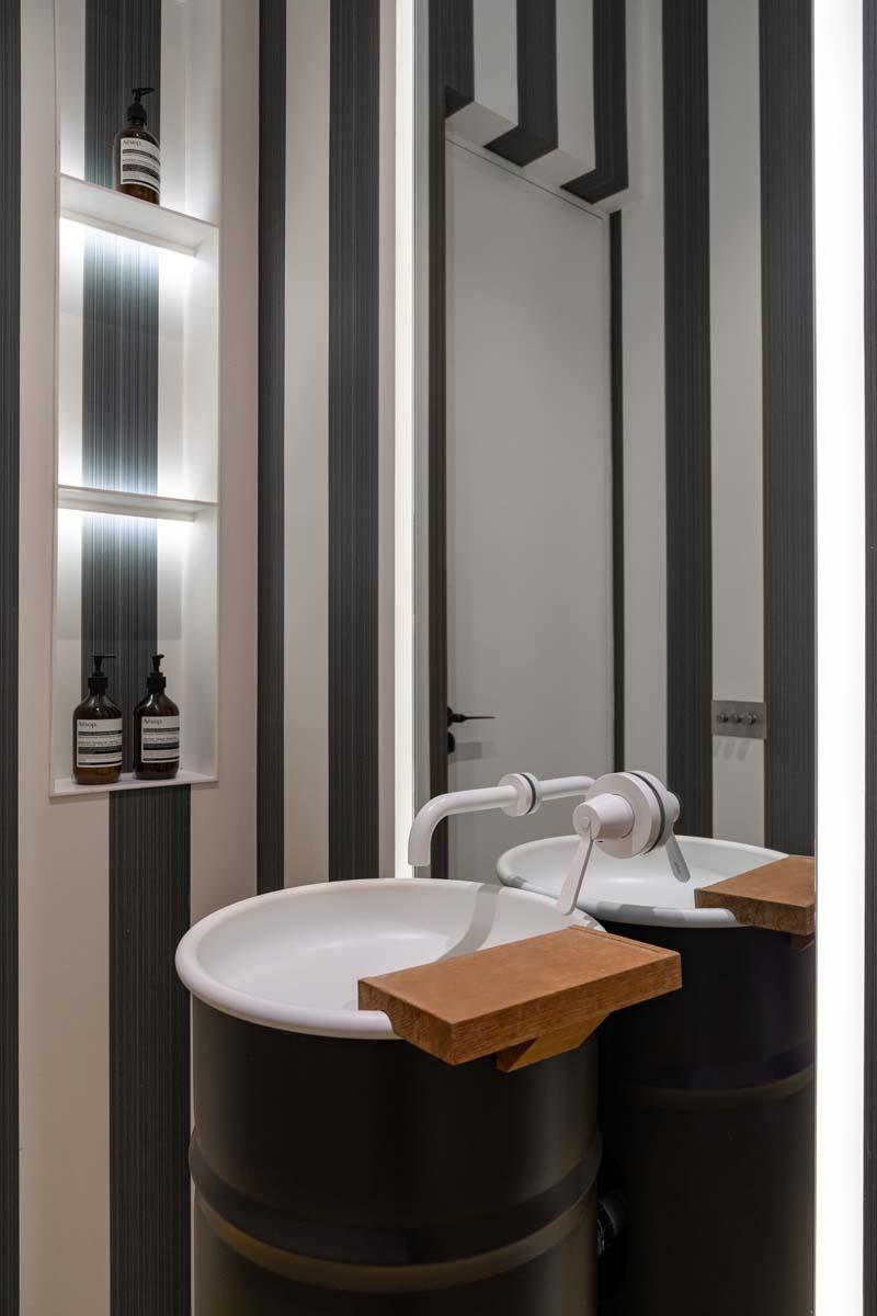 Bagno moderno specchiato