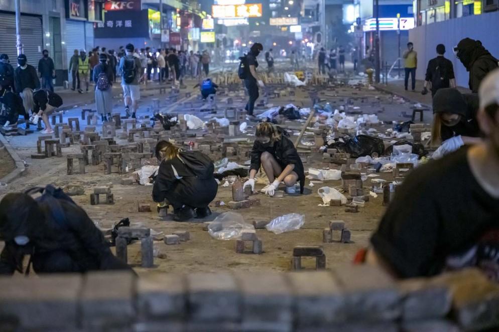 Design-Museum-Beazley-Award-Brick-arches-designed-by-Hong-Kong-protestors-22