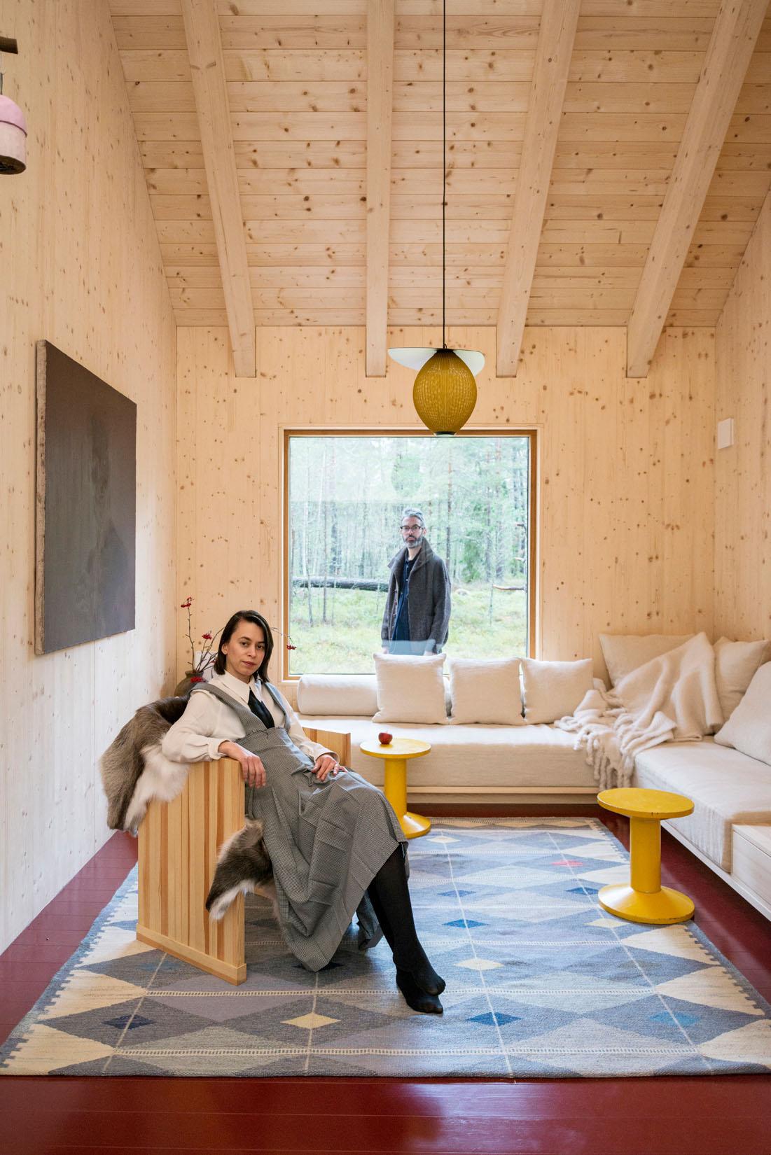 Il cottage nella foresta dei designer Ruxandra e Christian Halleroed – Foto