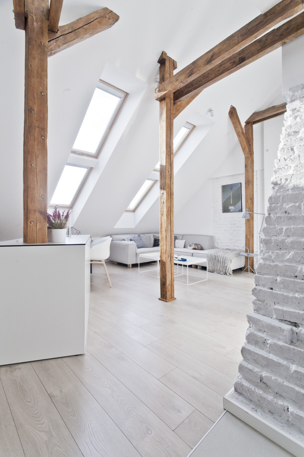 arredare-stile-nordico-mansarda-polonia-living-corriere