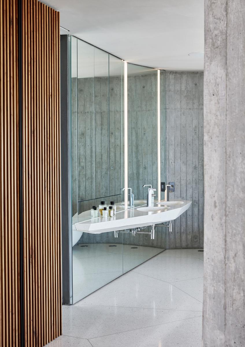 bagno moderno futurista