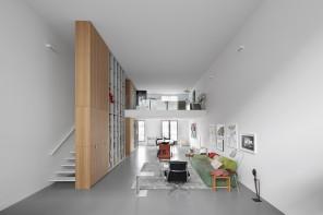 Il loft minimal che sembra un museo privato
