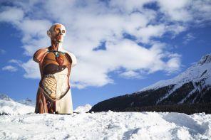 I giganti di Damien Hirst sulle vette di St. Moritz