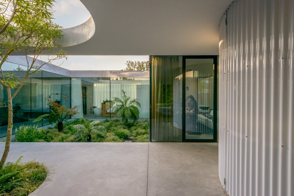 04 Villa Fifty-Fifty_Design Studioninedots_Photography Frans Parthesius