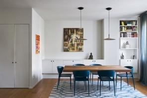 Il periodo blu degli interni: l'appartamento bianco e azzurro