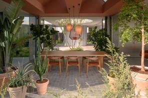 Metà casa e metà giardino: in Olanda una villa pensata per vivere nella natura