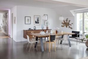 Luce naturale, colori chiari e design: a Copenhagen l'attico di una coppia cosmopolita