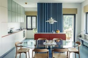 Luce, colore e un tocco di magia: due creativi e la loro casa a Torino
