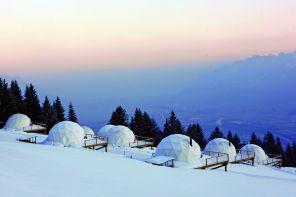 Cupole nella neve: in Svizzera, un resort ecologico a cinque stelle