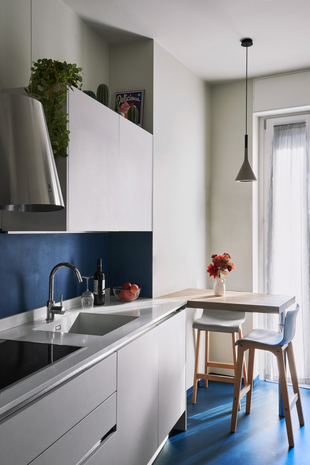 3  blu-navy-colore pareti_living-corriere