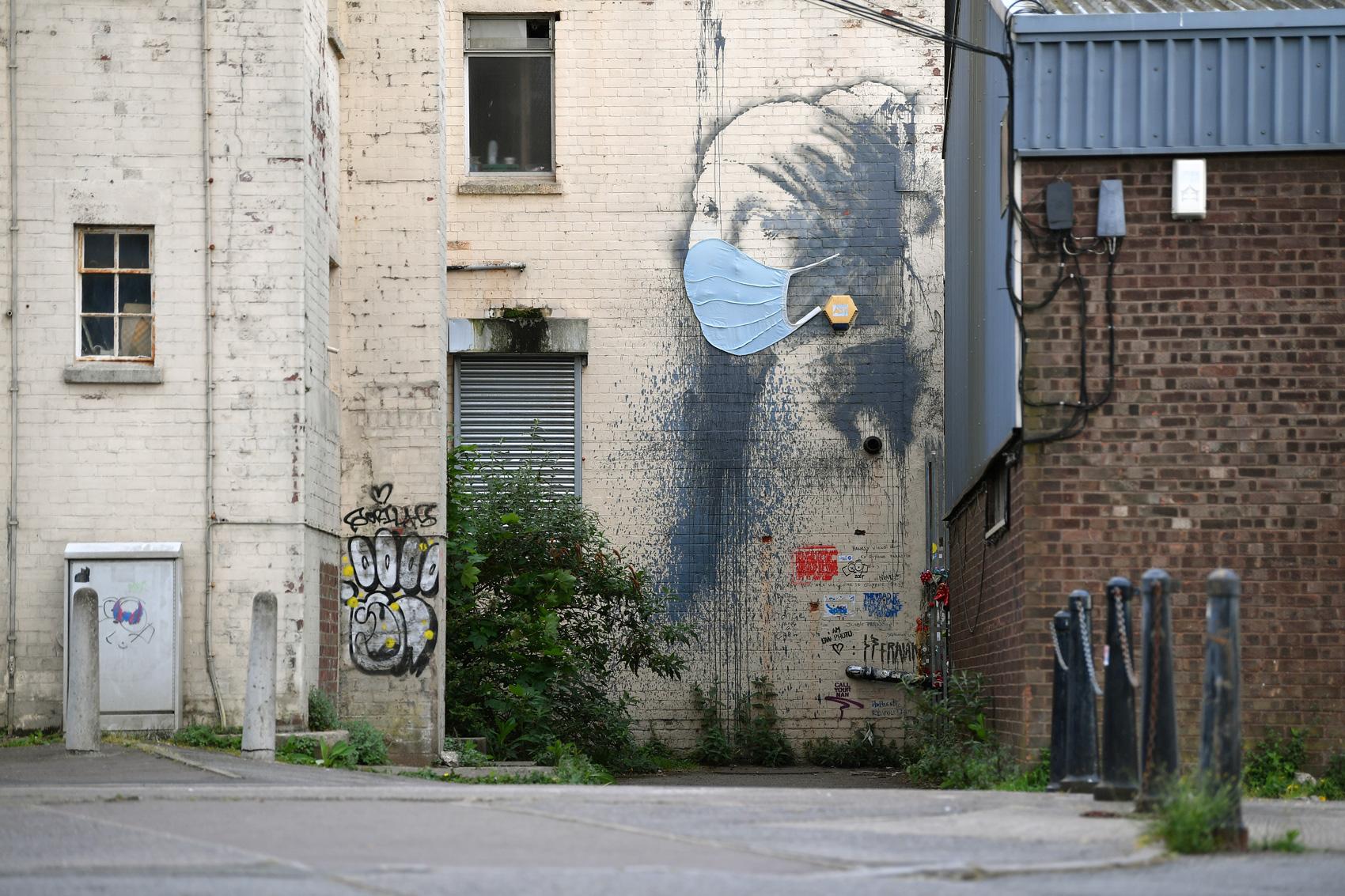 Le opere iconiche di Banksy, lo street artist più famoso al mondo - Foto