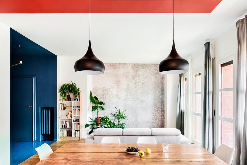 blu-navy-colore-pareti-Salvemini24-living-corriere