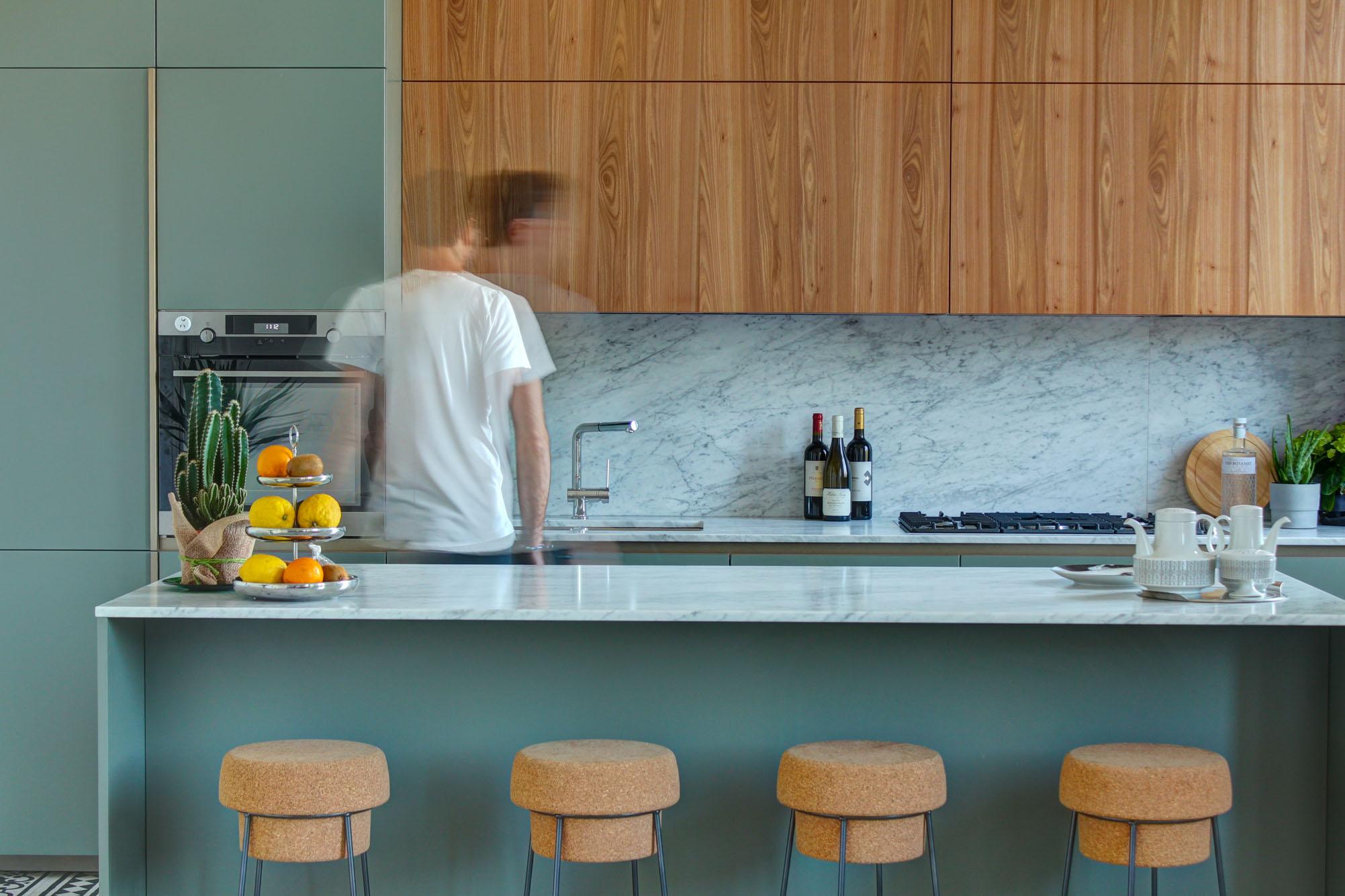 cucina isola sgabelli