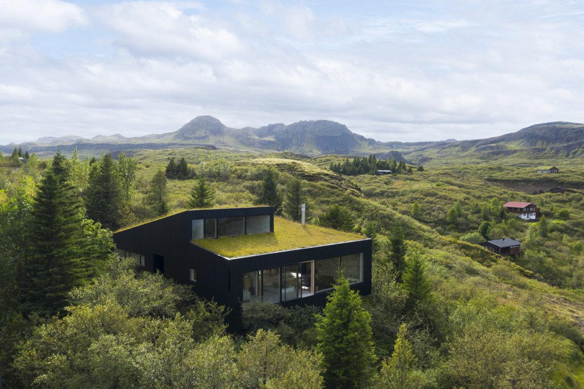 La casa di vacanze che si mimetizza nella natura - Foto