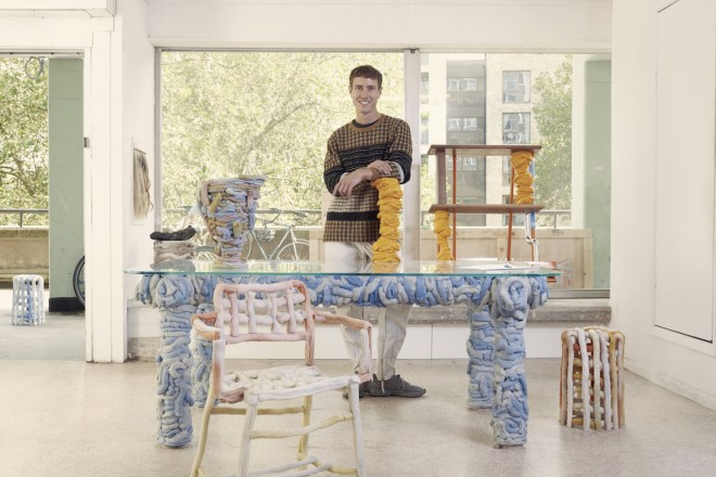 James Shaw nel suo studio di Londra, photographer Rory Mulvey.