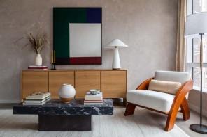 Lo stile classico e moderno di un appartamento con vista a Brooklyn