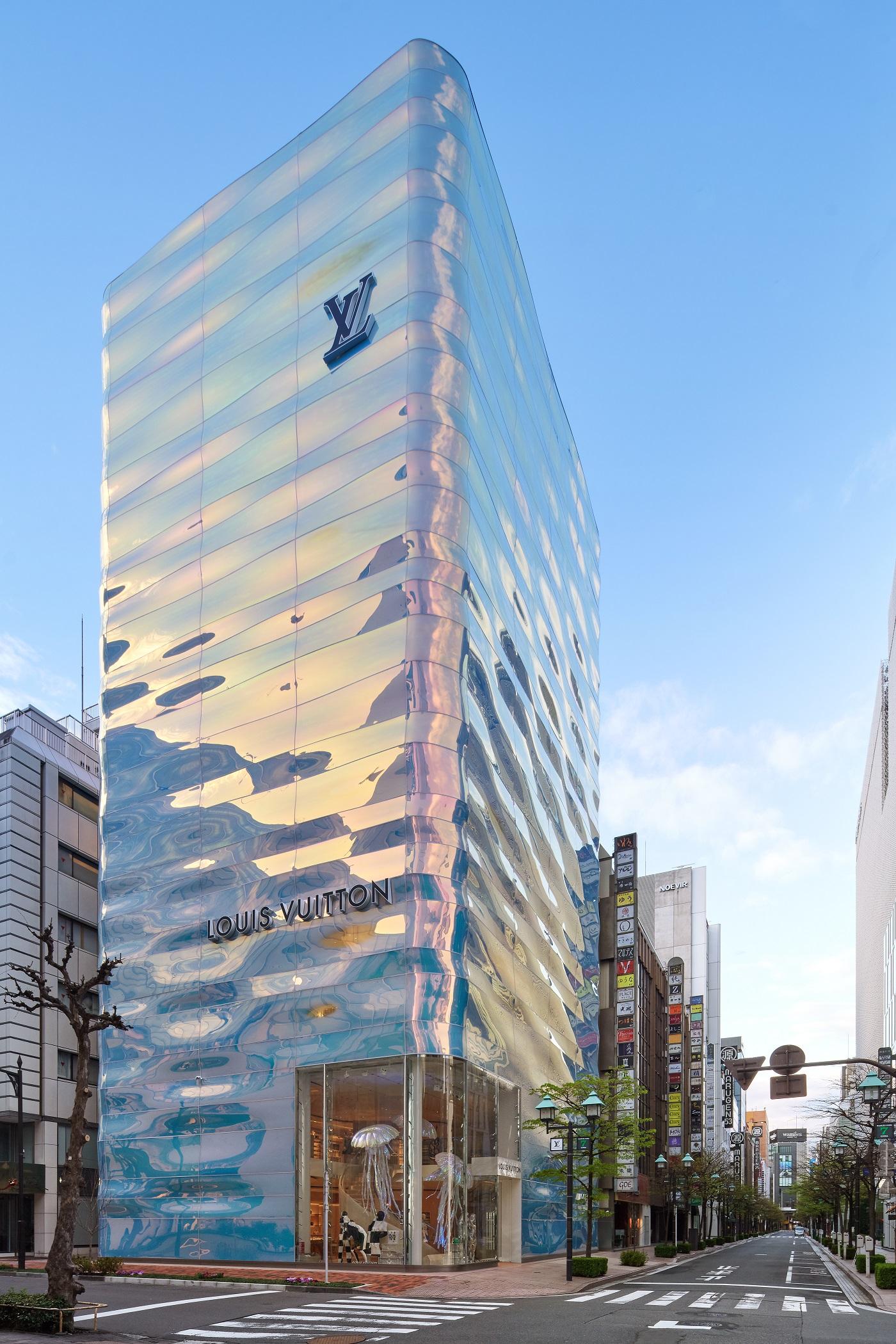 Louis Vuitton Ginza Namiki Facade by Daici Ano (1)