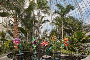 Yayoi Kusama trasforma l'Orto Botanico di New York in un luna park dell'arte