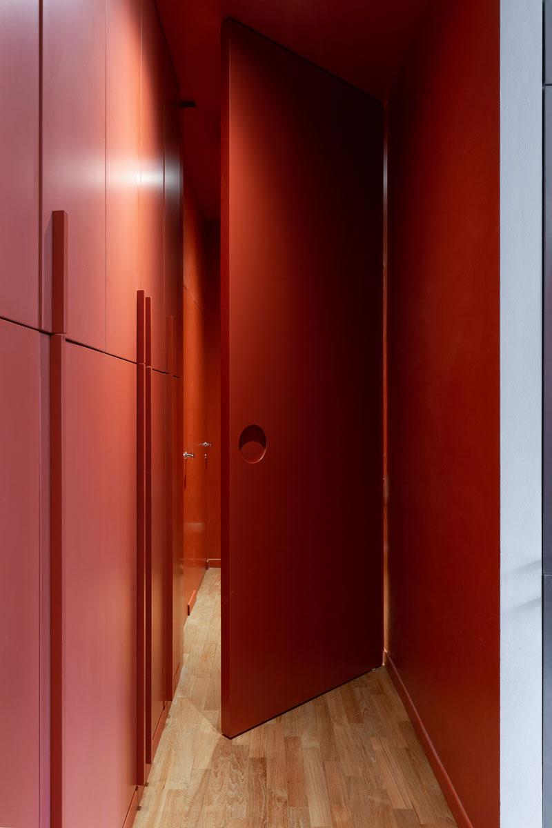 kickoffice-casa-cb-hallway-bespoke-forniture-door-opening-orange