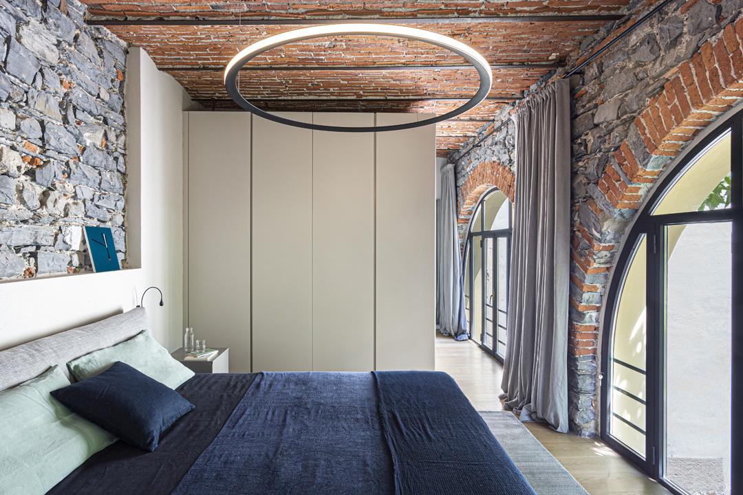 pareti-pietra-idee-camera-da-letto-living-corriere