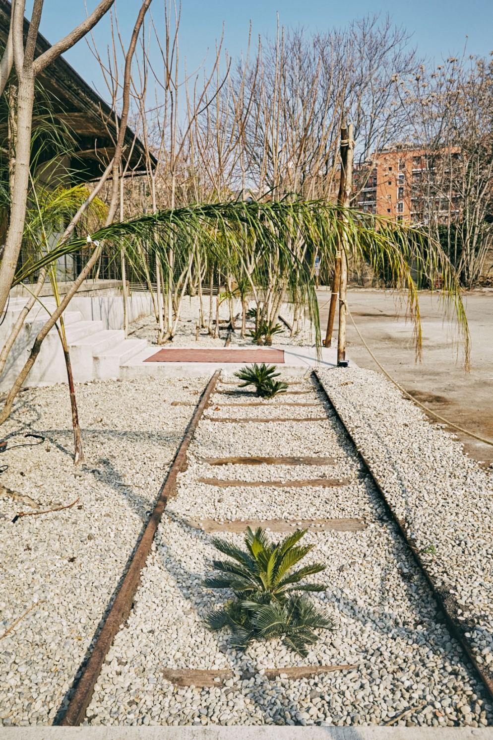 scalo-lambrate-co-working-mercato-sostenibile-start-up-vetrina-designer-artisti-ristorante-02