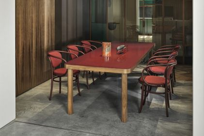 tavoli-soggiorno-design-2021-legno-SAULE-Gebruder-Thonet-Vienna-GmbH-living-corriere