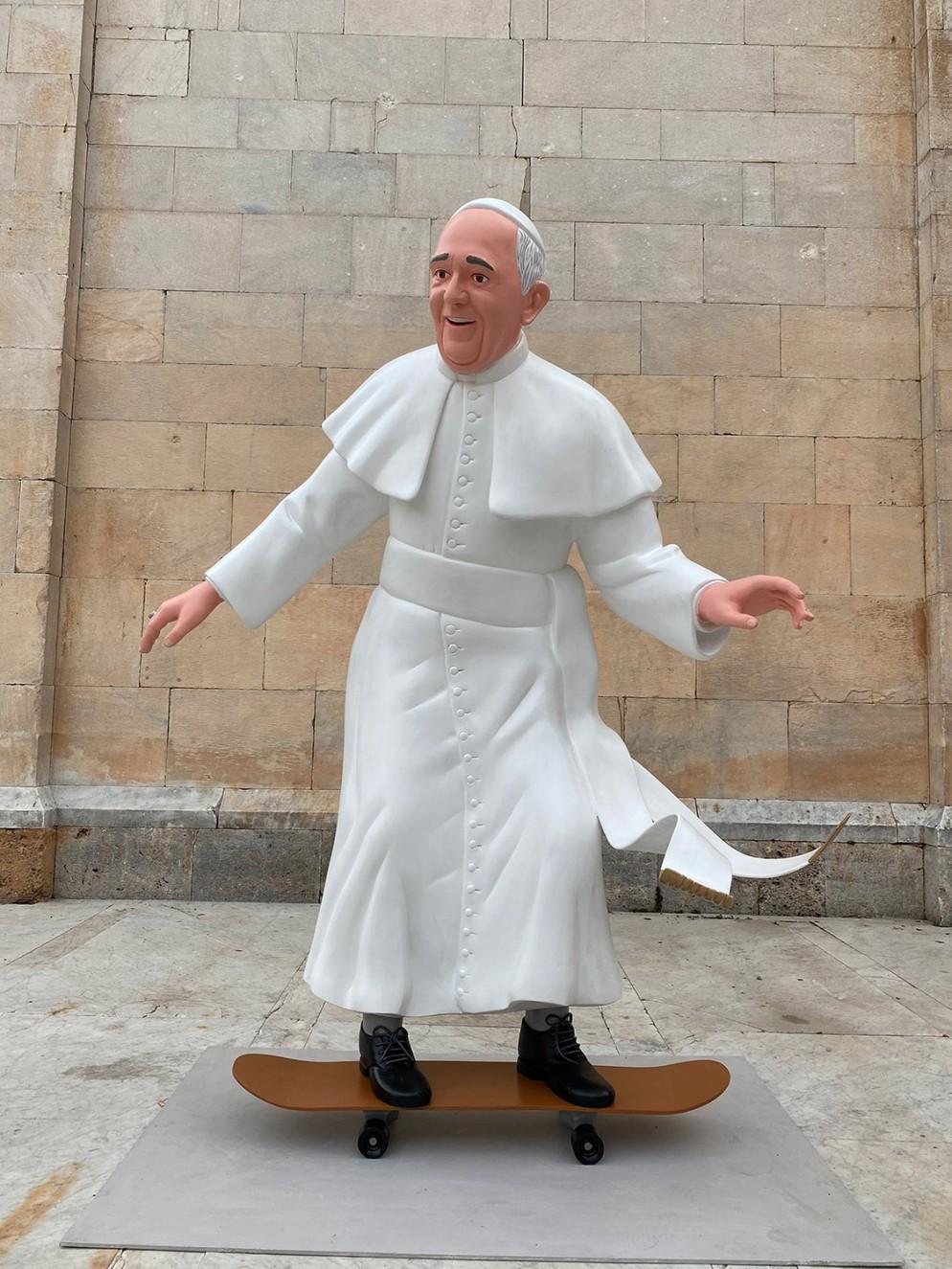 09_The-Blue-Banana_Skater-Pope
