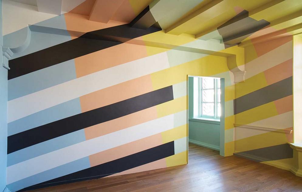 9 pareti-righe_living_corriere