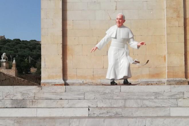 apertura_The-Blue-Banana_Skater-Pope