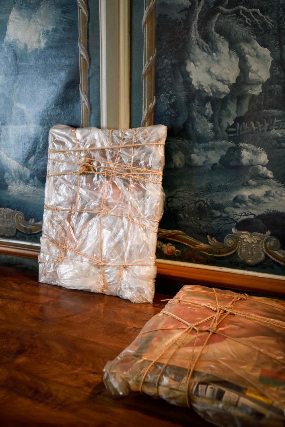10_PS_NOMAD Summer Edition 2021 St. Moritz_CHRISTO. WRAPPED FURNITURE AND OBJECTS_ 1961-1963, ZUECCA PROJECTS _ ALESSANDRO POSSATI, CHRISTOPHER TAYLOR 3_photo credit J'adore ce que vous faites!