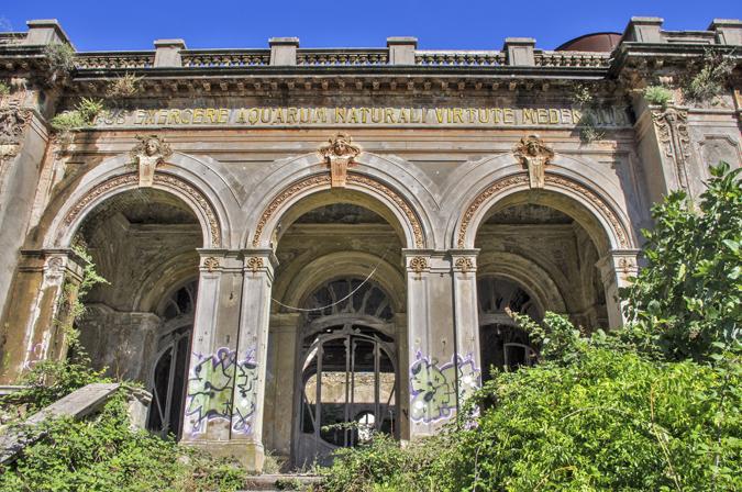 20 Le-Terme-del-Corallo-in-stato-di-degrado-a-Livorno-Ph.-Marco-Maggi