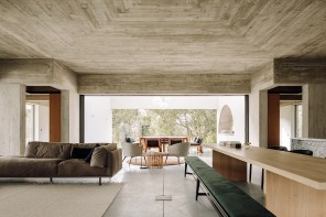 In Portogallo, una casa vacanze progettata come una piazza