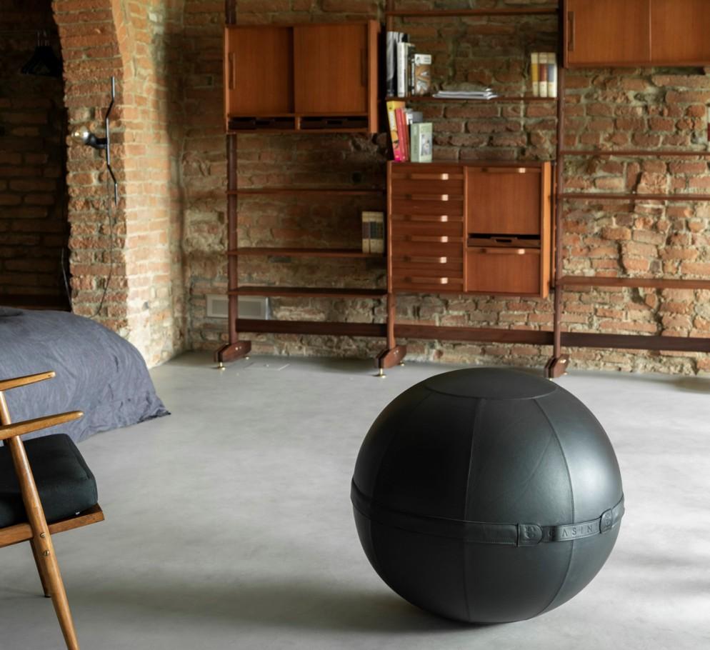 Maurizio Casini_Sitting Ball AURA