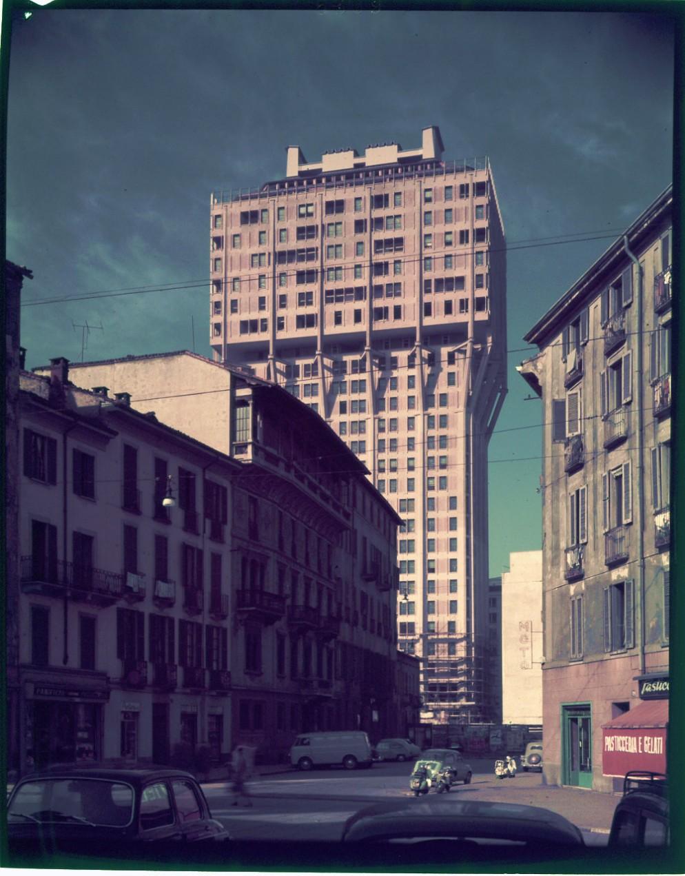 Paolo_Monti_Servizio_fotografico_Milano_1960_BEIC_6338828