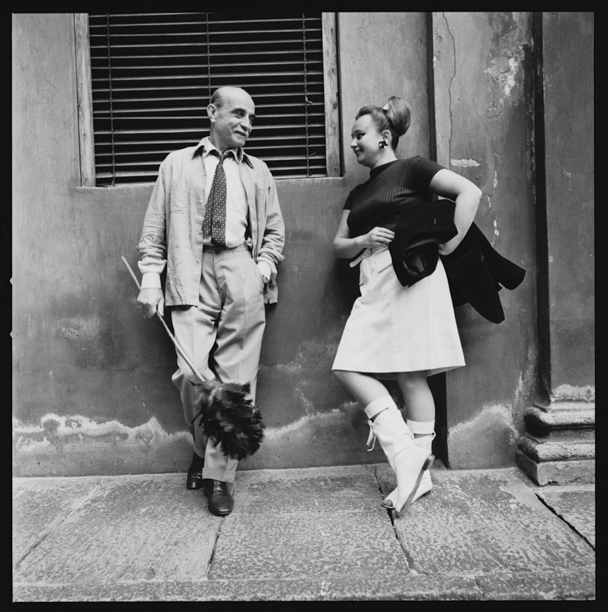 4. Nanda Vigo con Lucio Fontana, Milano 1966, foto di Lothar Wolleh © Archivio Nanda Vigo