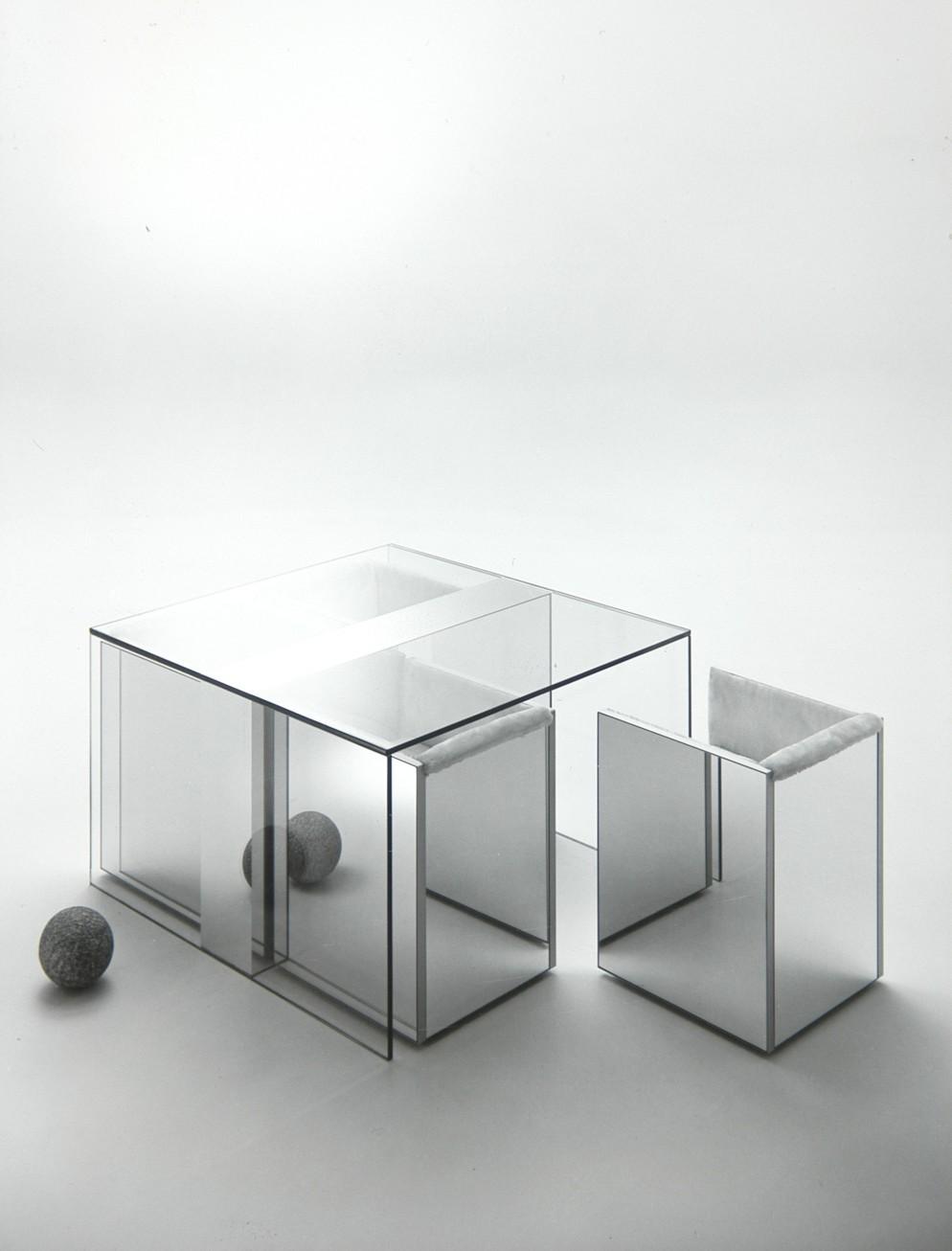 5. Nanda Vigo, Collezione Top, 1970, tavolo con sedie - FAI - FRIGERIO ARREDAMENTI, foto Aldo Ballo © Archivio Nanda Vigo